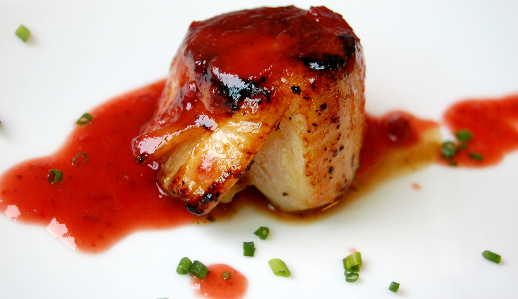 SCALLOPS WITH STRAWBERRY CHIPOTLE GLAZE